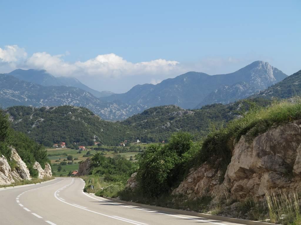 pe_bicicleta_Muntenegru_munte_2