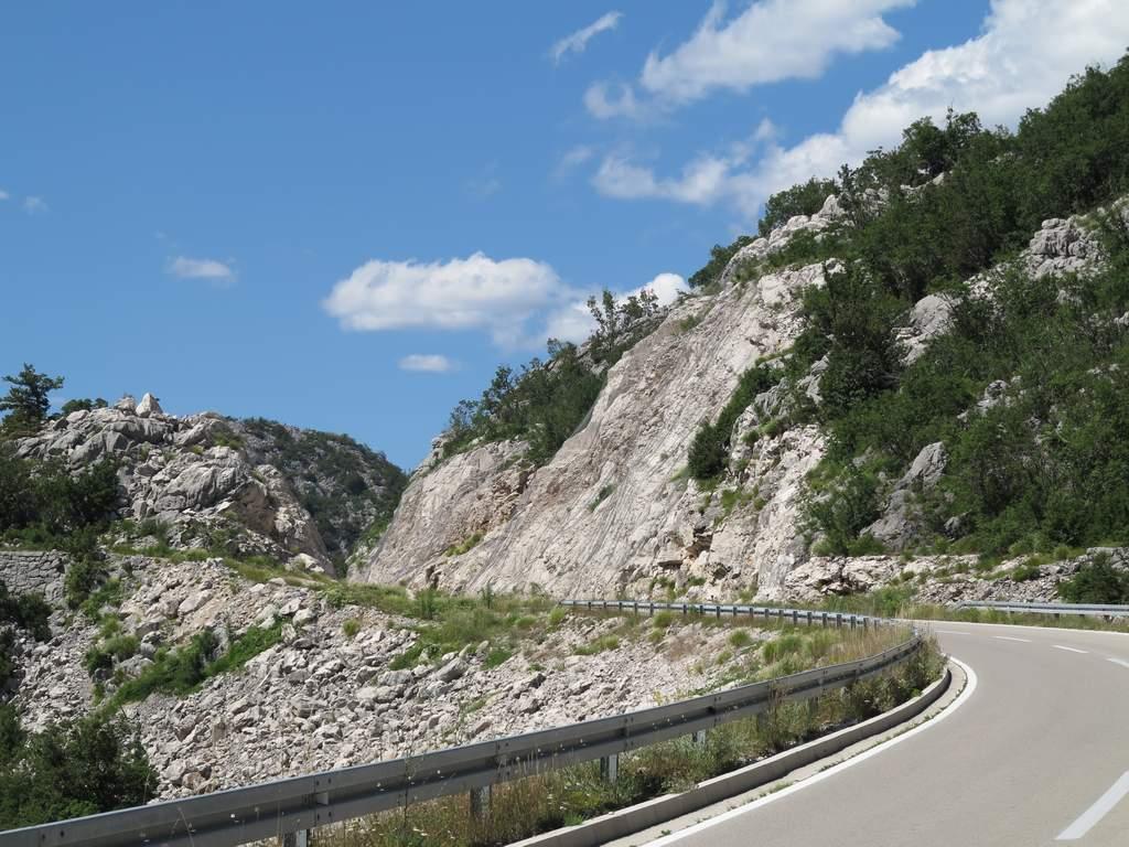 pe_bicicleta_Muntenegru_munte_5