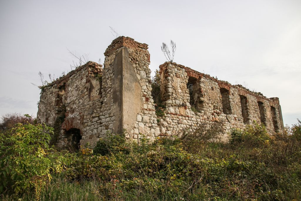 Castelul fortificat din Cehu Silvaniei, fărâmă de istorie uitată în vârful dealului