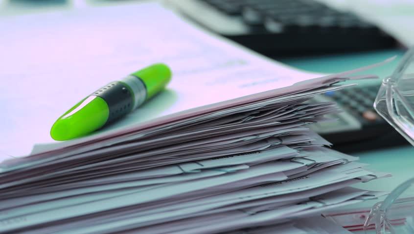 Pile Of Reports : Salajul pur si simplu