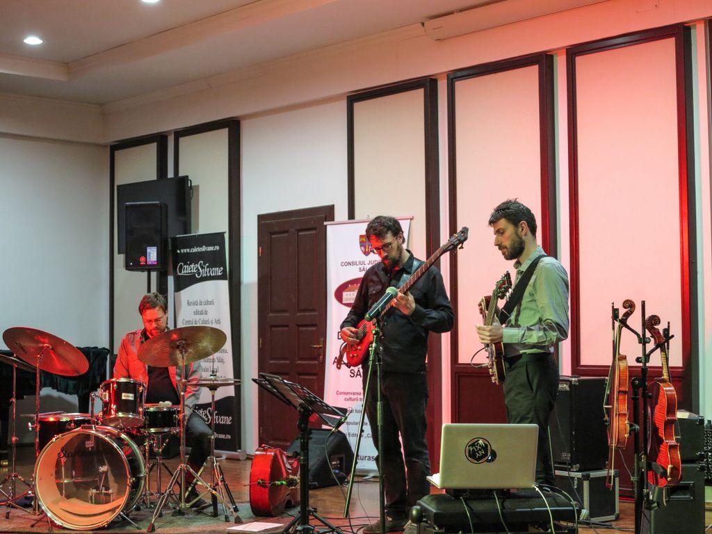 Folclor şi proverbe româneşti pe ritmuri de jazz, în interpretarea grupului DUMItRIO, la Muza Fest