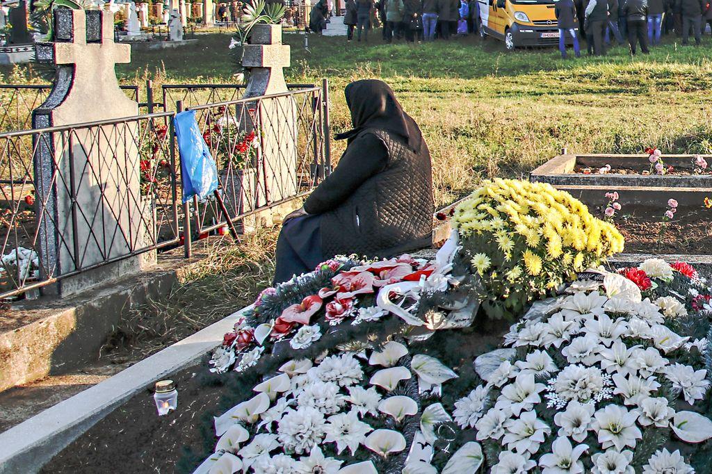 În amintirea celor care au pășit cândva pe drumul vieții, moartea are ziua ei
