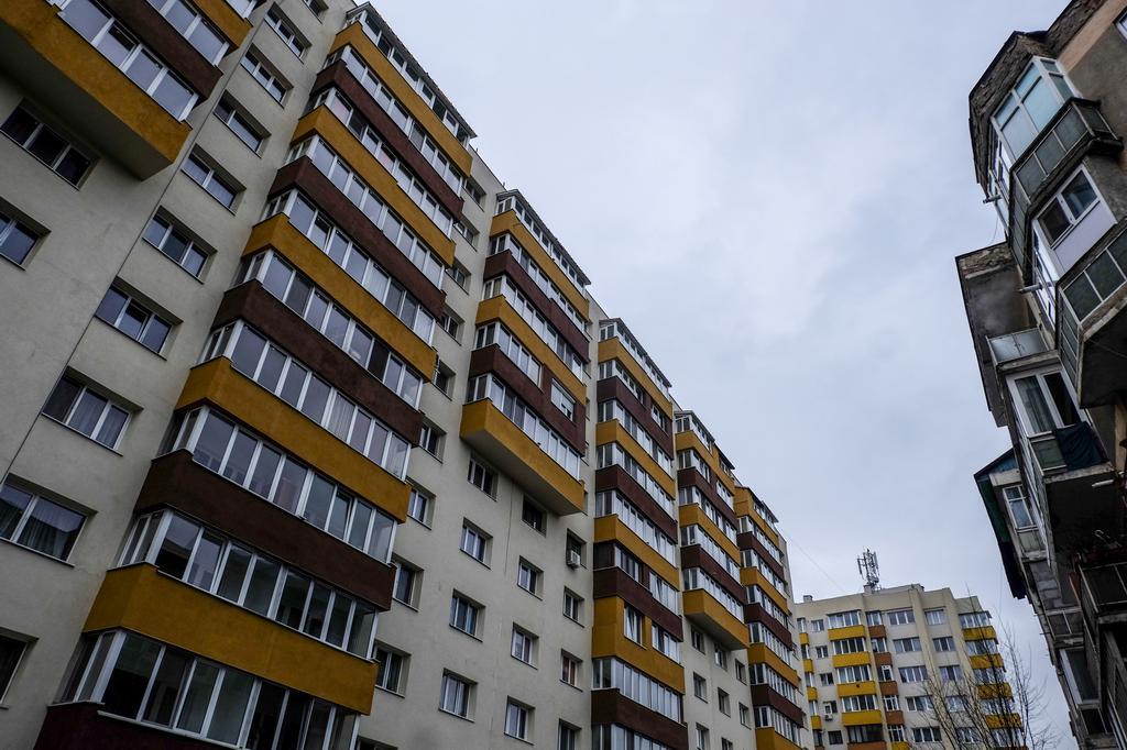 Pulsul orașului: Printre blocuri. Cunoscuți necunoscuți. Dudu Georgescu