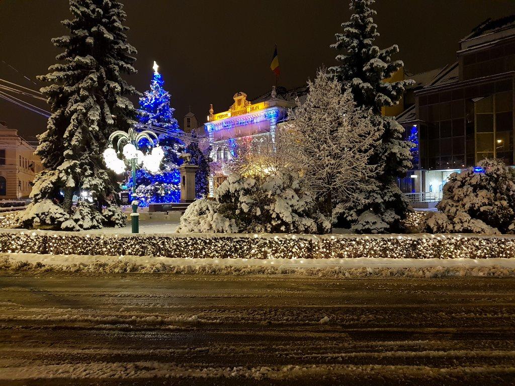 Frumusețea orașului în straie de iarnă
