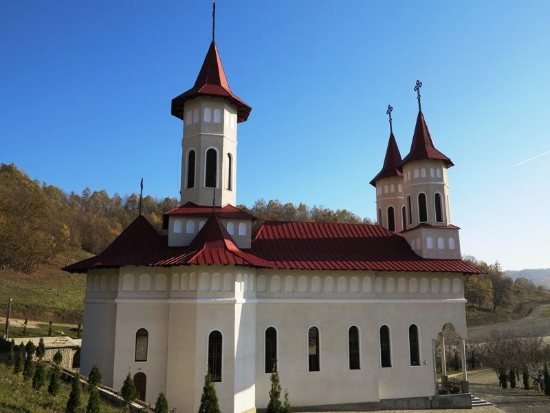 """Credincioșii sunt așteptați la Hramul Mănăstirii Strâmba """"Adormirea Maicii Domnului"""""""