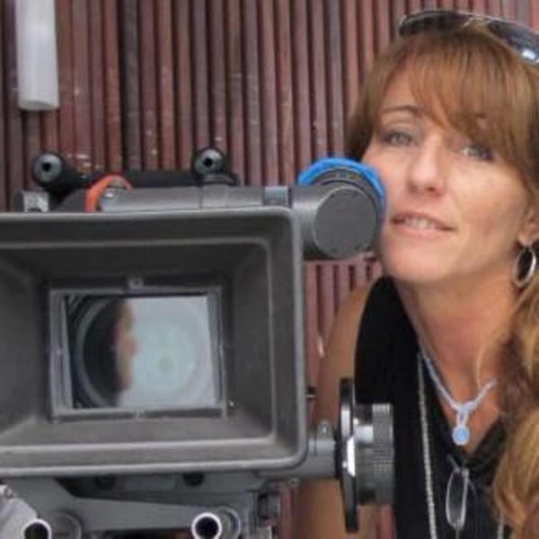 Povestea emoționantă a unei argentiniene care, după lungi căutări, își găsește originile în Șimleu Silvaniei și vine pentru a filma un documentar despre povestea acestei căutări