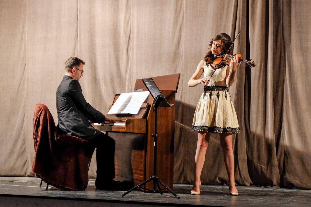 Diana Jipa și Ștefan Doniga au adus, în premieră, muzică cultă la Jibou. Sau despre un act de curaj: să cânți de dragul muzicii