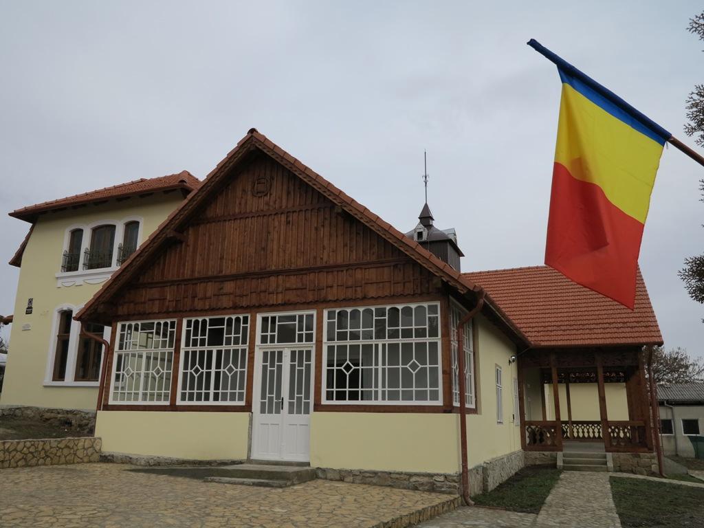 """A cincea donație a fundației """"Corneliu Coposu"""" pentru Casa Memorială """"Iuliu Maniu"""""""