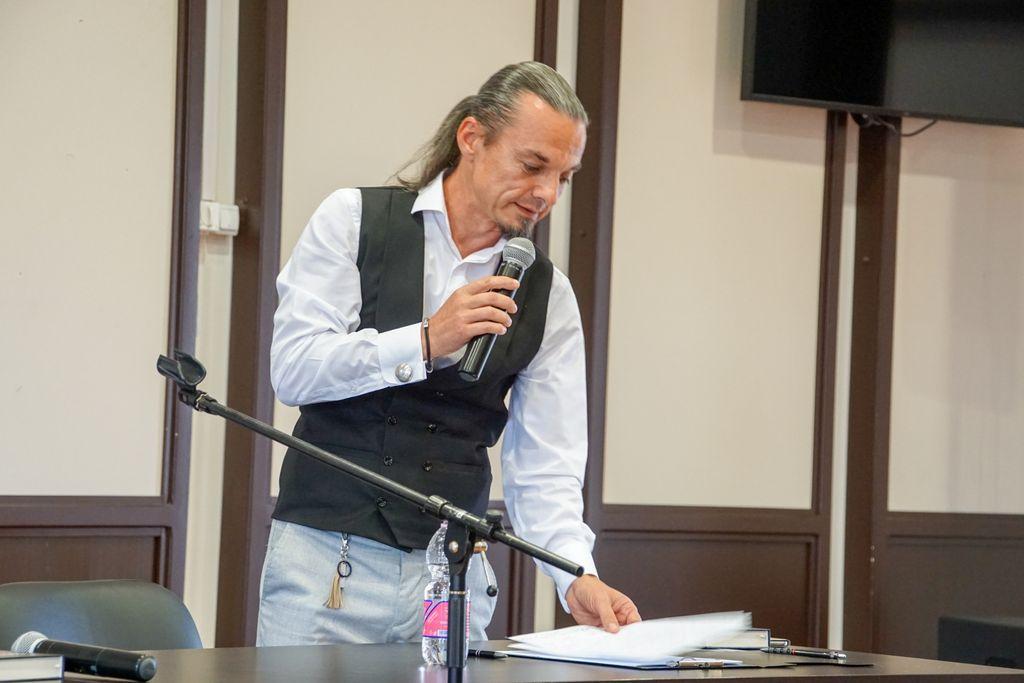 """Farmazonul francmason Călin Hîrza, față în față cu cititorii. """"Ego-ul, mama tuturor păcatelor"""""""