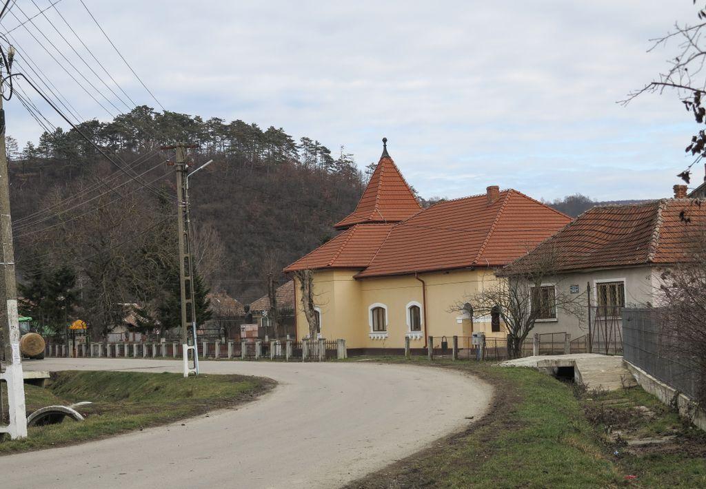 Bocșa, satul unde s-a născut Simion Bărnuțiu - liderul mişcării revoluţionare din Transilvania, unul dintre cei mai de seamă gânditori ai românilor transilvăneni