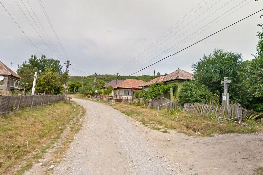 Bezded. Aici, în satul de pe dealurile Țării Silvaniei, s-a născut Alexandru Papiu-Ilarian, unul din cei mai de seamă militanți pașoptiști pentru libertate