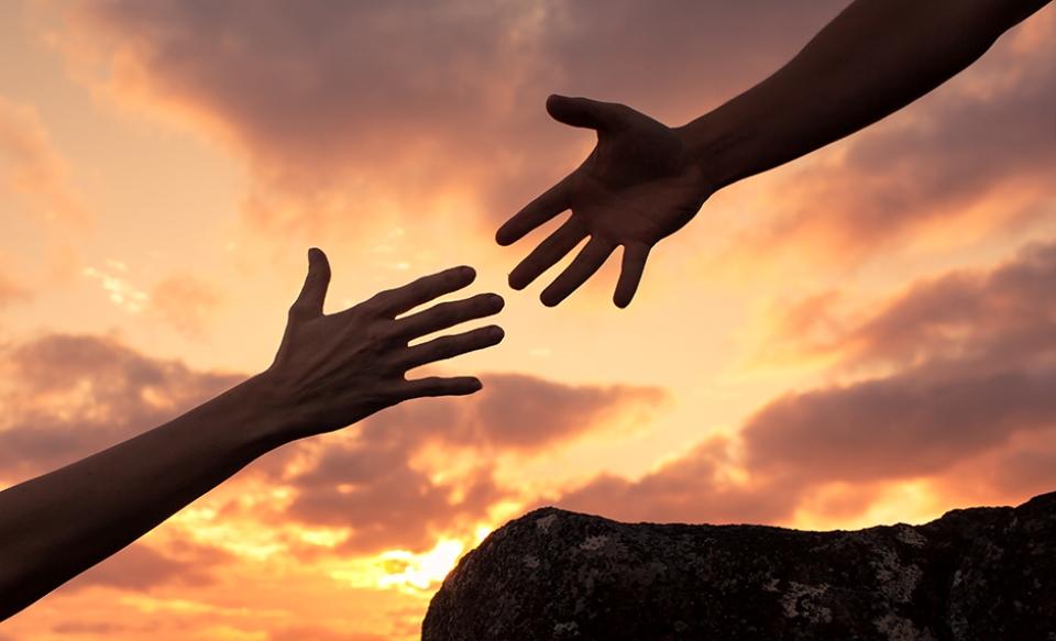O mână de ajutor, un gest care să arate că îți pasă înseamnă enorm pentru cei aflați la nevoie