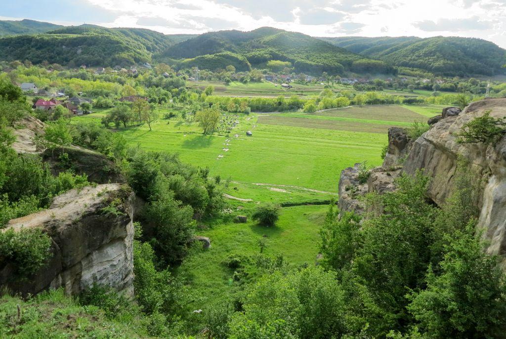 Poveștile satului: Gâlgău Almașului - La Sărata, cele patru izvoare cu apă vie, Piatra corbului