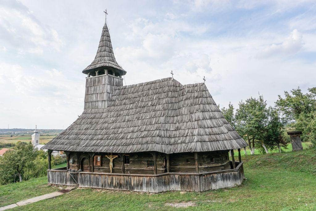 Biserica de lemn din Porț, o poveste plină de culoare despre credință