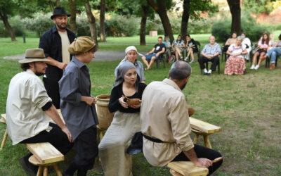 Actori ai Teatrului Regina Maria Oradea-Trupa Arcadia aduc spectacolul Moromeții în Curtea Artiștilor din Zalău