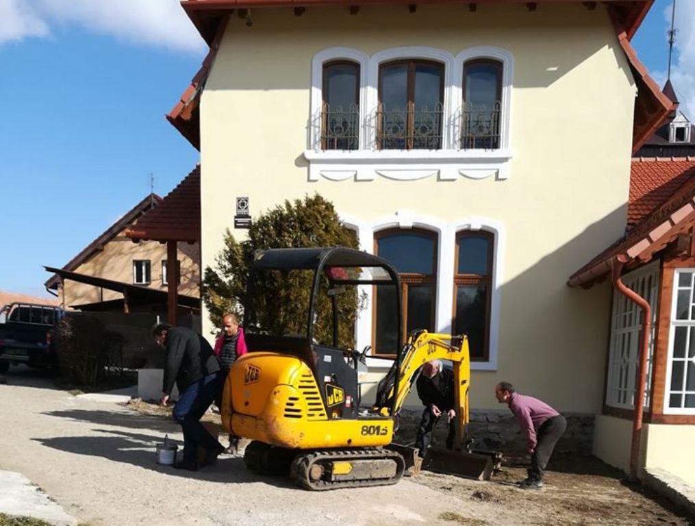 Casa Maniu din Bădăcin are apă și canalizare