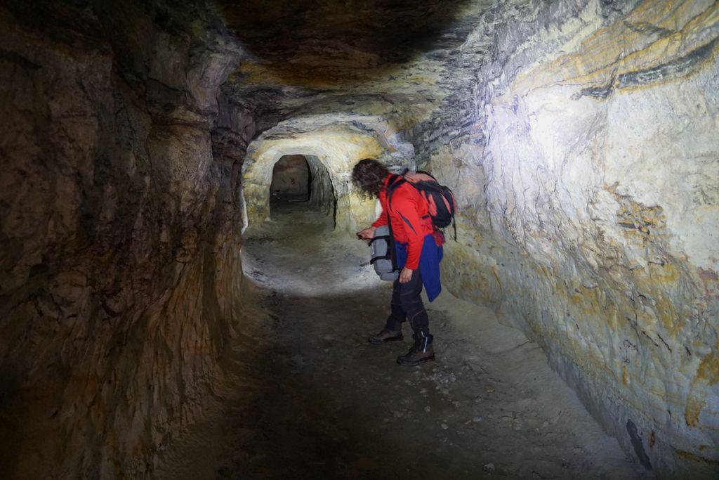 Pe drumul Clițului, o mină părăsită, cu un tunel orizontal și altul vertical, e casă pentru lilieci, păianjeni și mucegaiuri