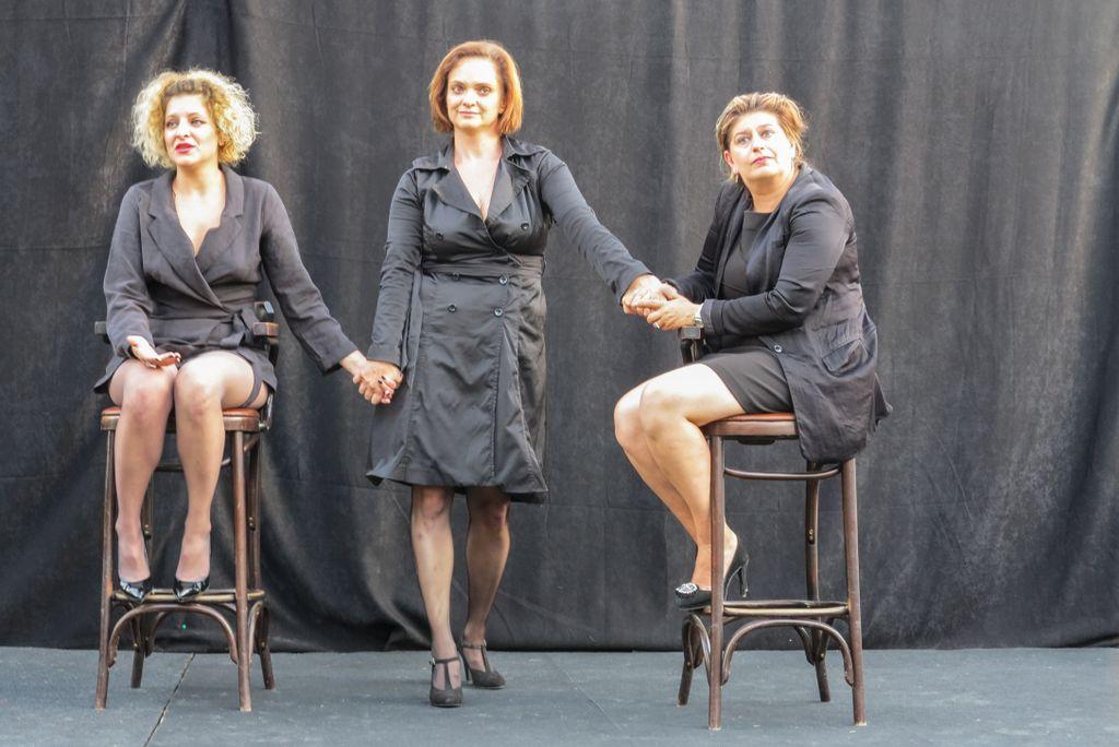 """Piesa de teatru """"Monoloagele vaginului"""" a umplut Curtea Artiștilor - 150 de oameni în public"""