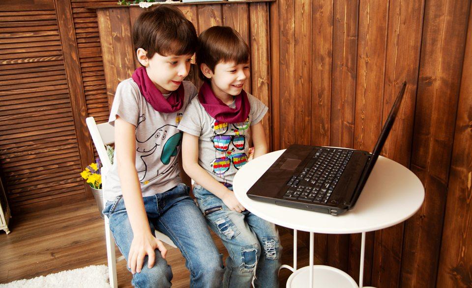Laptopuri pentru școlile din mediul rural din Sălaj